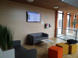 Installation d'un moniteur d'accueil directionnel pour le conseil régional de Normandie